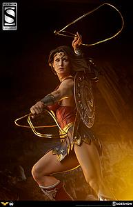 Wonder Woman (Exclusive with Skirt)