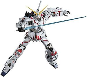 Gundam Master Grade Gundam Unicorn 1/100 Scale Model Kit: RX-0 Unicorn Gundam